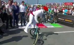 Un aurresku a pedales para recibir a la Vuelta