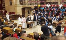 ¡Qué importante me siento aquí dentro; si parece que estamos en el Parlamento!