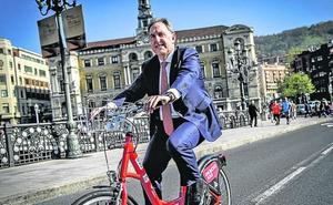 Las 450 bicicletas eléctricas de Bilbao estarán disponibles las 24 horas