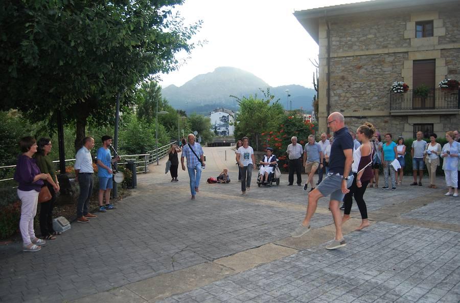 Iurreta agradece el legado de Juan Orobiogoitia para escolarizar el pueblo