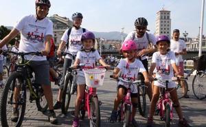 1.000 bicicletas toman la calle en Bilbao