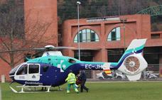 Evacuados en helicóptero un montañero y un ciclista tras sufrir sendos accidentes en Bizkaia