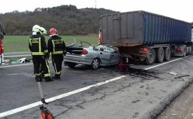 El riesgo de muerte es más del triple en las carreteras convencionales, alerta Tráfico
