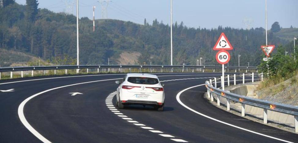 La variante de Ermua libera el último pueblo de Bizkaia al que entraban 9.000 vehículos diarios