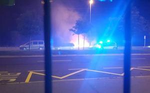 Sofocado un incendio frente a la fábrica de Mercedes en Vitoria