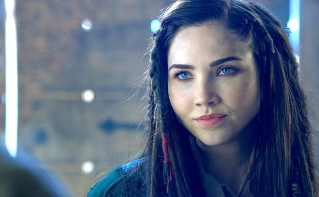 Jessica Green, en 'The Outpost'./SYFY