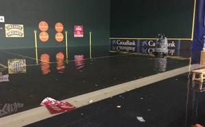 Una tormenta inunda el Adarraga y obliga a suspender la segunda jornada de San Mateo