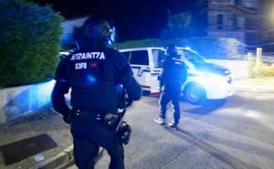 La Ertzaintza detiene al presunto autor de los disparos de escopeta que han herido a un joven en Berriatua
