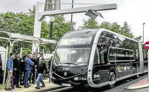 Irizar y CAF pugnarán por el 'bus exprés' de Vitoria