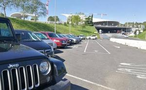 Saturado el parking principal del aeropuerto