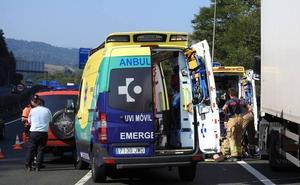 Muere un camionero al sufrir un desvanecimiento en la A-8 en Galdakao