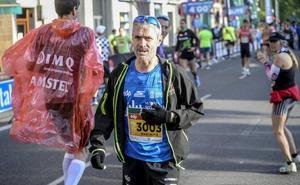 Martín Fiz, hospitalizado tras ser atropellado por un vehículo en Vitoria