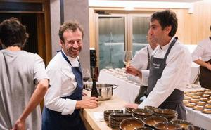 Nacho Manzano. Cuatro amigos cocinan juntos