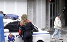 Detenido por amenazar con una jeringuilla a una persona en Bilbao para robarle