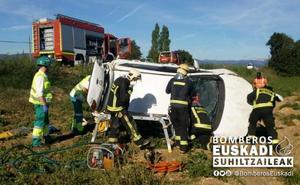 Heridas tres personas al volcar el vehículo en el que viajaban en Matauco