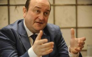 Ortuzar ve «inhabilitado» al experto del PP para redactar el nuevo Estatuto