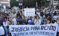 Decenas de personas se manifiestan por la muerte violenta de un perro en Bilbao