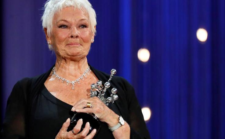 La actriz Judi Dench recibe el premio Donostia en el Zinemaldia
