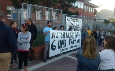 Movilizaciones en Gorliz tras retirar el Gobierno vasco el bus escolar a los niños de 2 años