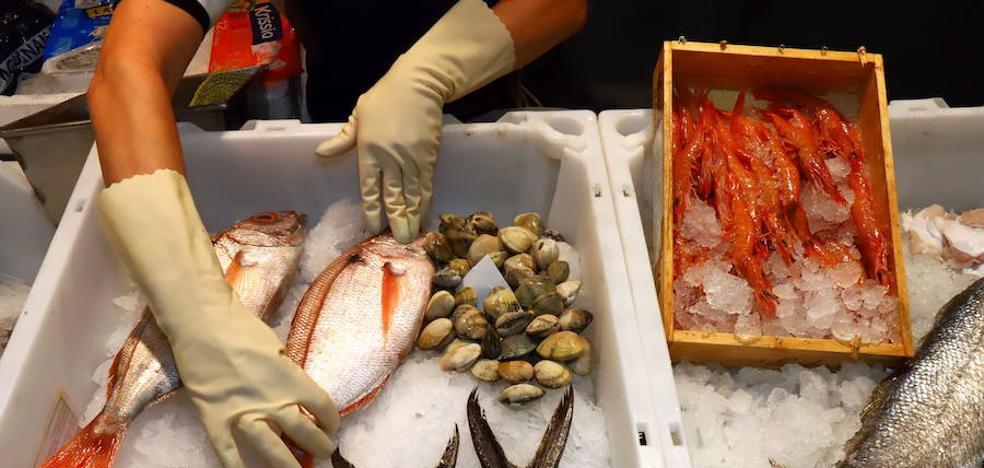 Piden tres años de cárcel para el pescadero que llamaba «chochito» a su empleada
