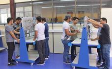 Jóvenes mexicanos reciben formación especial en polímeros en Lea Artibai
