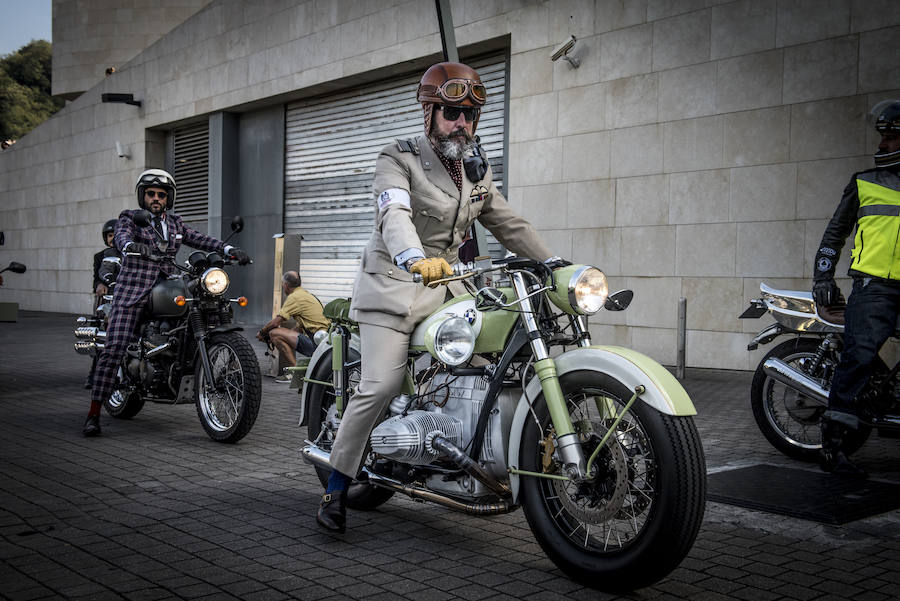 600 moteros llenan Bilbao de glamour en la carrera contra el cáncer de próstata