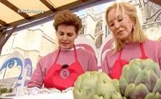 Carmen Lomana y Antonia Dell'Atte montan el pollo