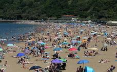 El buen tiempo dispara un 44% la afluencia a las playas en Bizkaia