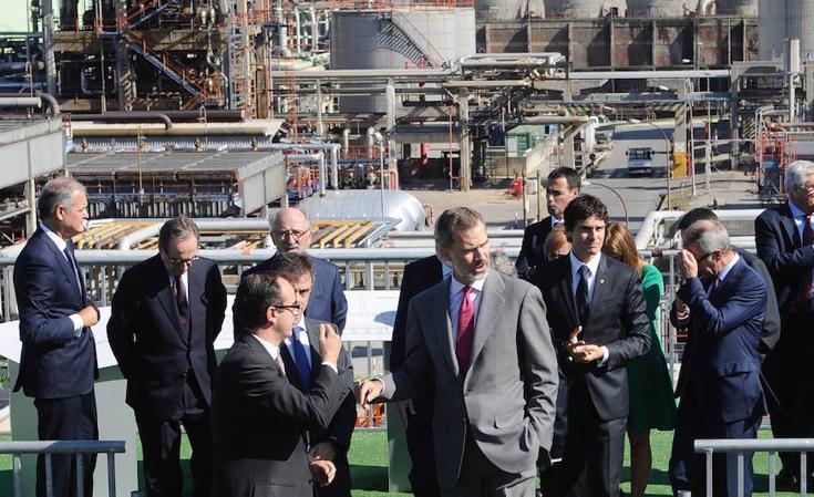 El Rey visita Petronor en el 50 aniversario de la refinería