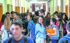 El exceso de alumnos en primer curso de Medicina en la UPV satura las aulas