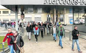 La parada de producción en Mercedes Vitoria afecta a 3.000 trabajadores