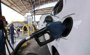 El cambio de diésel a gasolina dispara las emisiones de los coches nuevos en Euskadi, según los concesionarios