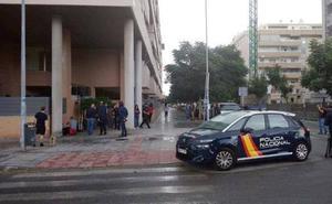 El individuo que lanzó al vacío a la hija de unos amigos en Málaga se creía perseguido