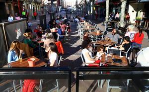 La hostelería rechaza que la solución al ruido pase por limitar el horario de las terrazas