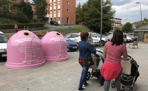 Abanto tiñe de rosa su reciclaje para combatir el cáncer de mama