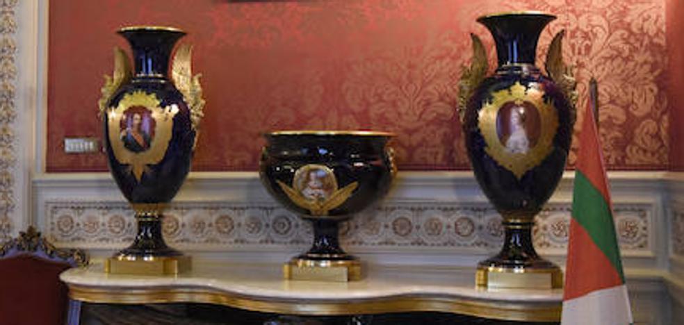 Tres jarrones por el castillo de Arteaga