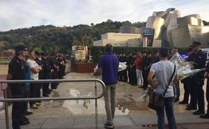 Erne y Esan homenajean al ertzaina asesinado por ETA en el Guggenheim