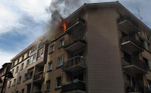 Un incendio en un quinto piso desata la alarma en Barakaldo