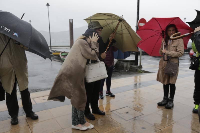 Las fuertes lluvias provocan balsas de agua y obligan a los bomberos a hacer achiques en Bilbao