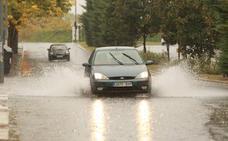 Las fuertes lluvias generan balsas de agua e inundan carreteras en Álava