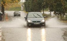 Viento, lluvia intensa y balsas de agua en este domingo en Vitoria