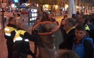 La Policía desmantela la acampada solidaria con los migrantes instalada en El Arenal