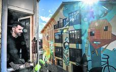 Arquitectos y artistas censuran la proliferación «descontrolada» de murales en el Casco Viejo de Vitoria