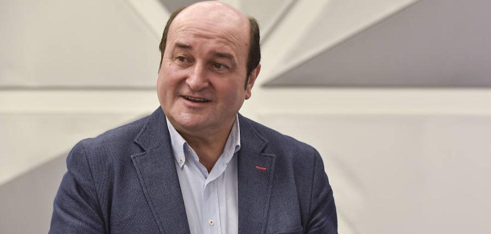 Ortuzar dice que «es momento para arrimar el hombro» con las Cuentas de Sánchez