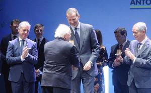 El Rey pide a las empresas que «se involucren» para responder al «desafío del empleo juvenil»