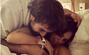 Elena Furiase sale del hospital tras dar a luz