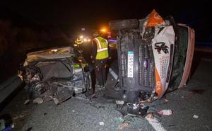 Muere el conductor de un coche que iba sin luces y chocó con una ambulancia en Granada