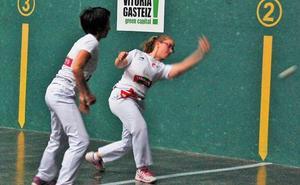 Arranca en Vitoria el campeonato del cuatro y medio de la Emakume Master Cup