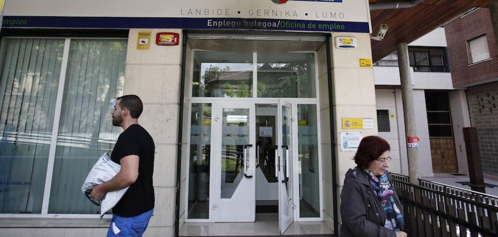 El paro en Euskadi baja al 9,5% por la caída de la población activa