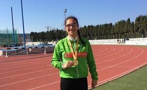 La atleta del club La Blanca Mencía Alegre establece un nuevo récord estatal sub 16 de disco